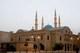 Cathédrale du rite grec orthodoxe Saint-Georges à Beyrouth qui jouxte la mosquée, elle-même accoléede l'autre côté à la Cathédrale Saint-Georges des Maronites. Photo Ankara, Wikimedia, licence GPU