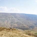 Wadi Moujib, ancienne frontière naturelle entre les royaumes d'ammon et de Moab. Photo Wikimedia ccl.